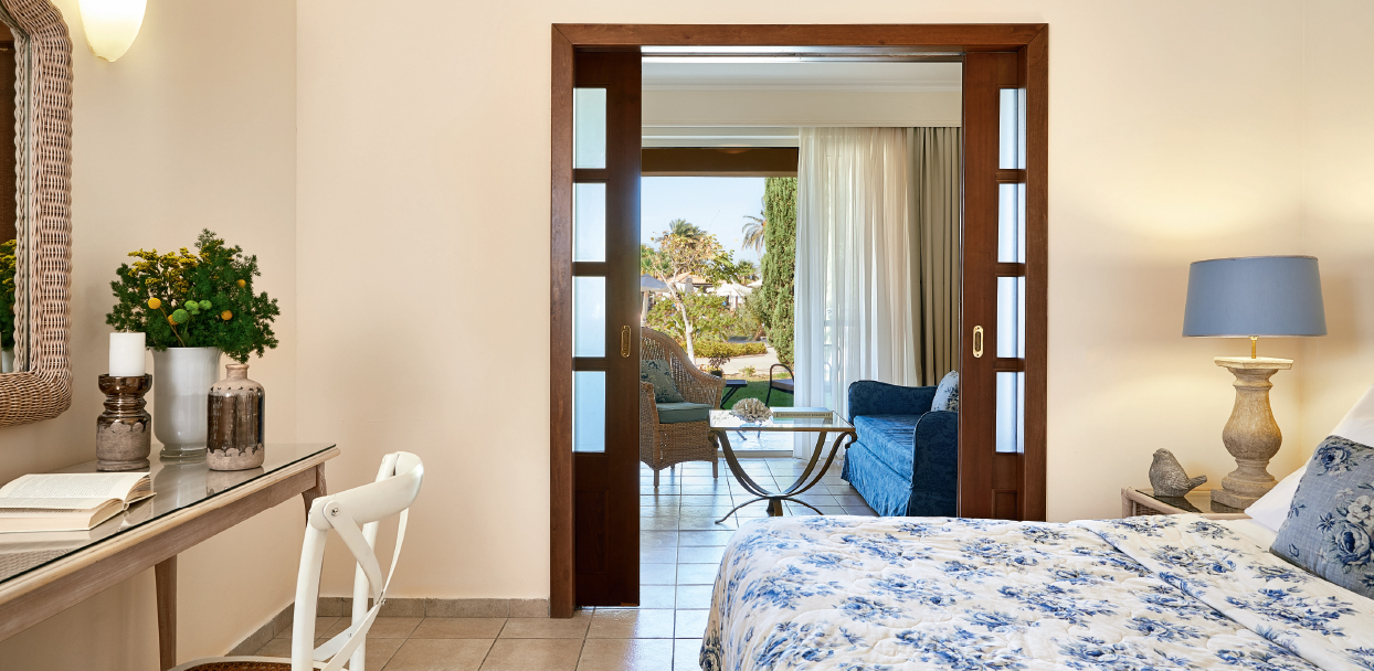 petit-family-room-kos-imperial
